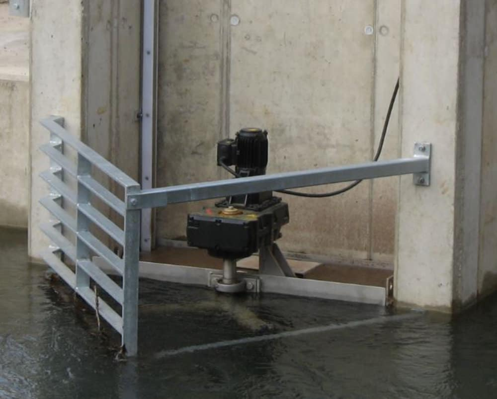 Motor river water screen